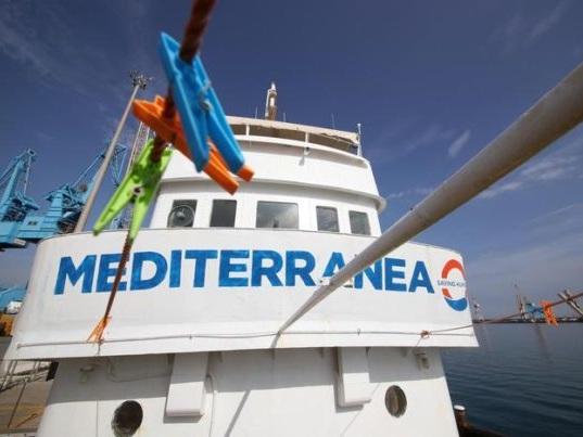 Navi Ong: Mediterranea torna in acqua verso la Libia. La Spagna prende solo 15 migranti di Open Arms