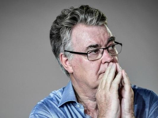 """Chi è il """"Signor Pensioni"""" al centro delle polemiche in Francia"""