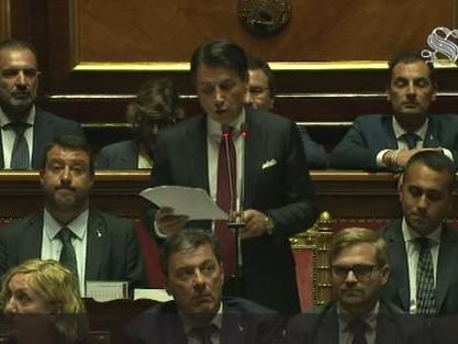 Crisi, Conte in Senato attacca Salvini e rassegna le dimissioni