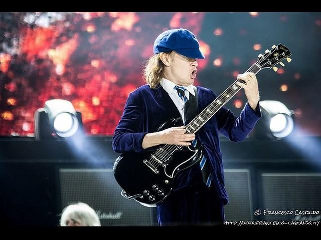 AC/DC, Angus Young racconta che 'è stato abbastanza facile' far tornare Brian Johnson,Cliff Williamse Phil Rudd