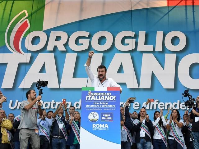 Il centro-destra a Roma prova a compattarsi, con Salvini anche Berlusconi (e Casapound)