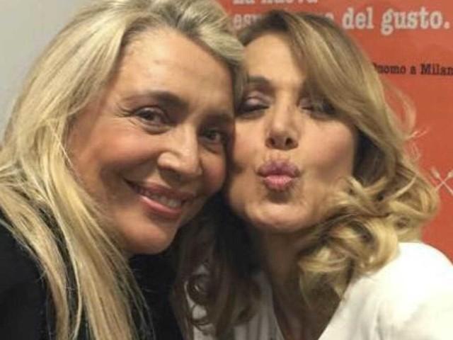"""Barbara D'Urso, scatto su Instagram con la """"rivale"""" Mara Venier [FOTO]"""