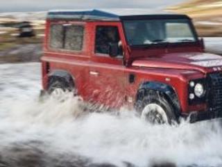 Land Rover Defender Works V8: 150 esemplari da 400 cv