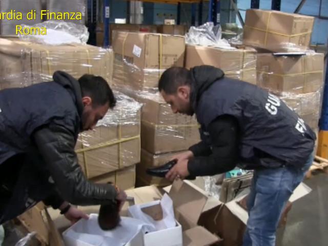 Falso made in Italy, denunciati 2 imprenditori e sequestrati oltre 270.000 articoli di pelletteria realizzati all'estero, ma venduti come italiani.