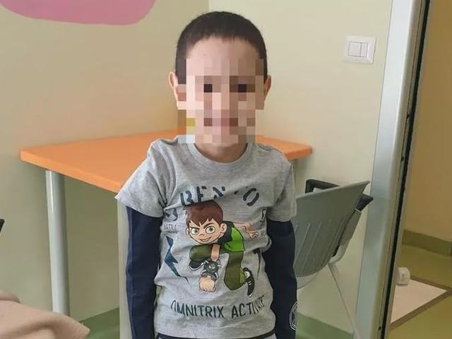 La storia del bimbo di 7 anni che ha vissuto 525 giorni senza cuore