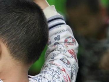 """Bimbo di otto anni trovato da solo per strada a Carmagnola: """"Mia mamma non mi vuole più"""""""