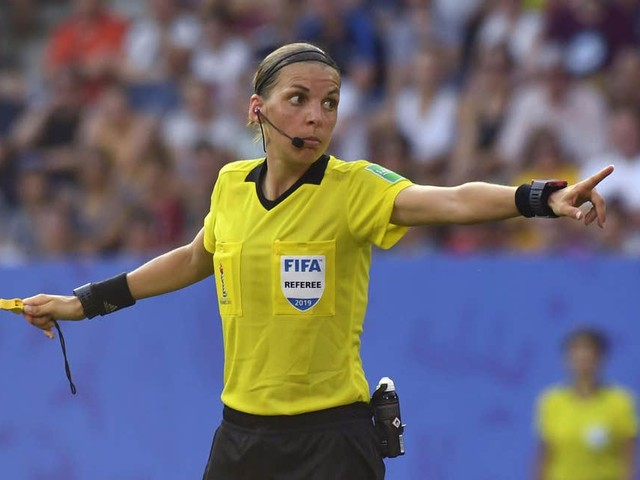 Stephanie Frappart, chi è l'arbitro donna della Supercoppa europea
