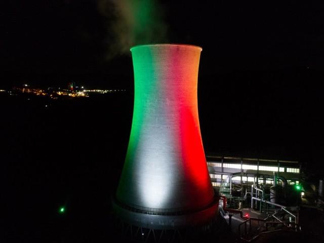 A Pomarance la geotermia illuminata dalla bandiera italiana per la Festa della Repubblica