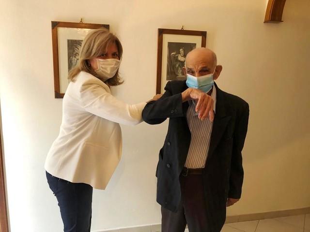 """Morta a 106 anni 'la nonnina' più longeva di Marsala, Montevago festeggia i 103 anni dello """"zio Ciccio"""""""