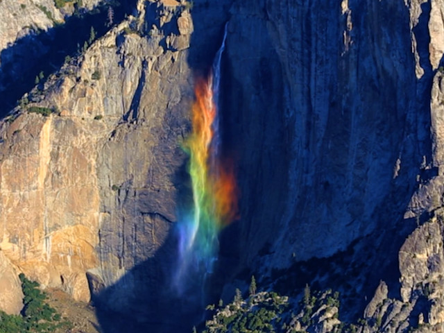 VIDEO. Fenomeni naturali. Le Yosemite Falls si trasformano in arcobaleno