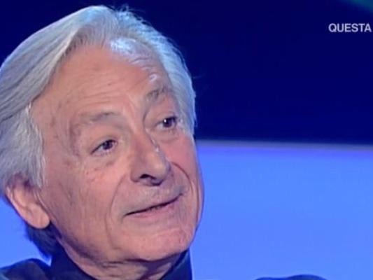 Leo Gullotta mostra la fede in tv, ha sposato il suo compagno dopo 40 anni
