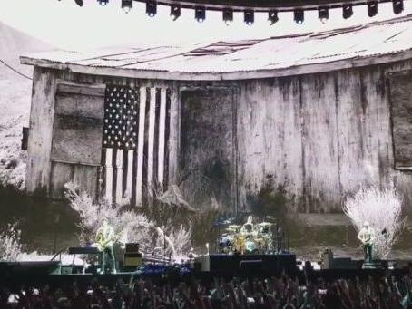 """Video degli U2 a Roma, Bono ringrazia """"la famiglia"""" in italiano: scaletta della prima data all'Olimpico"""