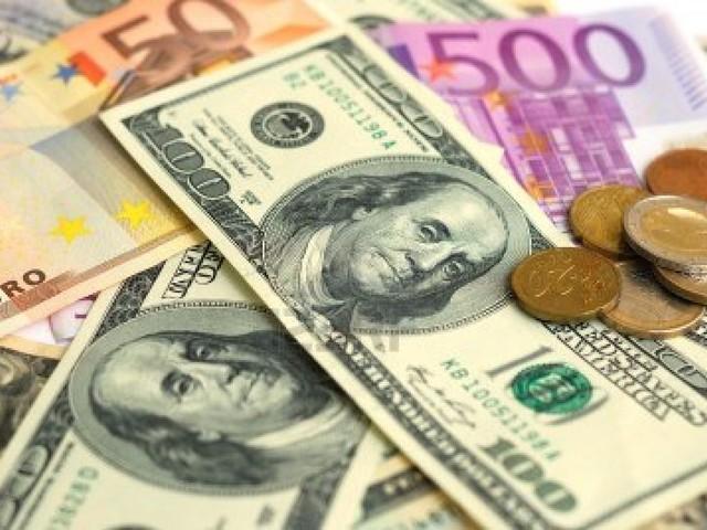 Euro tira il fiato sul dollaro dopo il rally della vigilia