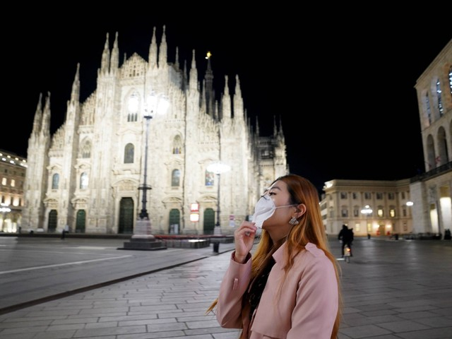 Milano esplode. Capitale del virus: ieri 1.858 contagi. Il coprifuoco al via solo da stasera (e forse non basta)