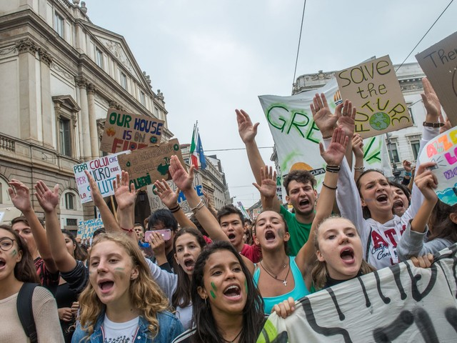 Lo sciopero del clima riscalda gli studenti: un milione in corteo E Greta: «Incredibili»