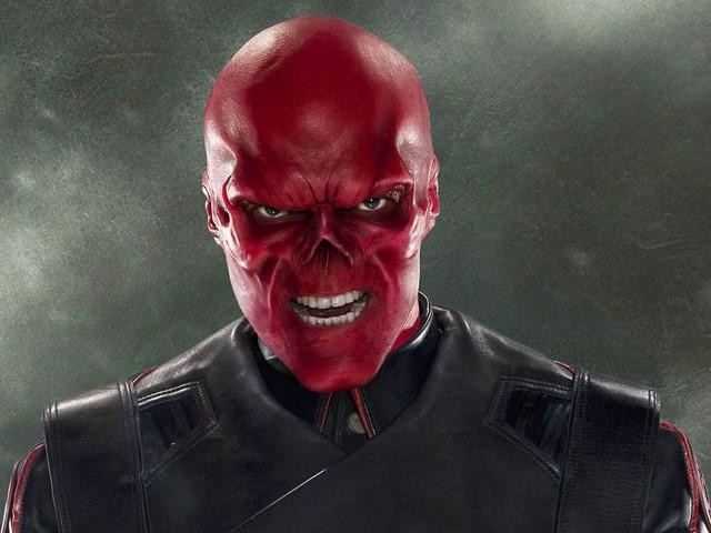 Hugo Weaving parla della sua assenza in Avengers e Matrix 4