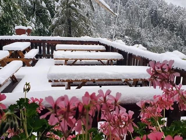 È arrivata la neve: vento e aria fredda hanno abbassato drasticamente le temperature