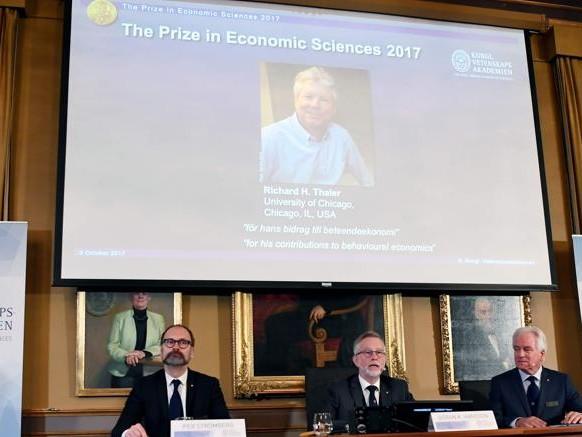 Nobel per l'Economia a Richard Thaler, studioso delle scelte (da correggere) dei risparmiatori