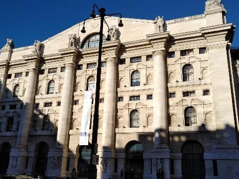 Borsa: Milano apre in calo (-0,33%)