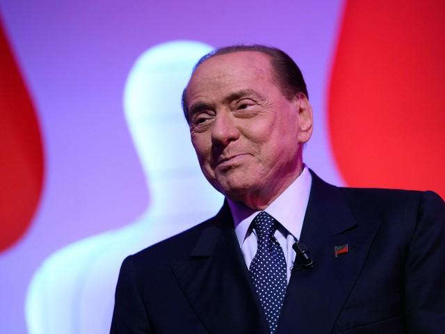 """Berlusconi preoccupato: """"M5s fa male al Paese"""""""
