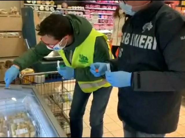 Controlli dei Nas nei supermercati: Covid su tastiere Pos, salvatempo e carrelli