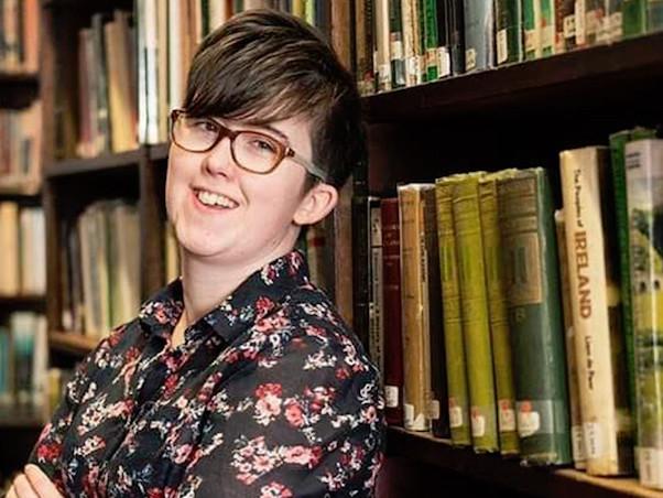Il gruppo New IRA ha ammesso di aver ucciso la giornalista Lyra McKee durante gli scontri di giovedì scorso a Londonderry, in Irlanda del Nord