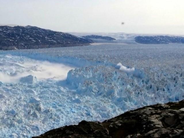 Il ghiacciaio di Helheim in Groenlandia si sta sciogliendo: il video in timelapse è inquietante
