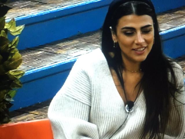 Giulia Salemi fuori di… seno al Grande Fratello Vip: piccolo incidente per la Persiana Power