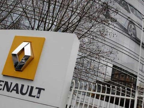 Renault taglia Bolloré, una donna ad