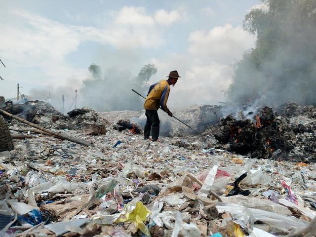 Le rotte globali della nostra spazzatura: ecco che fine fanno i rifiuti in plastica italiani