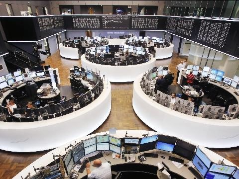 Borsa Europa poco mossa, Milano +0,3%