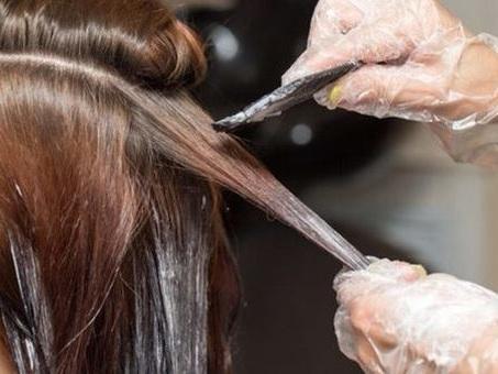 Tumore al seno, tinture e liscianti per i capelli aumentano i rischi del 9%
