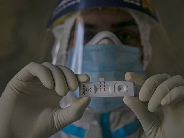 Coronavirus, 1.786 nuovi casi in Italia, il ministro Speranza: 'È ancora dura'