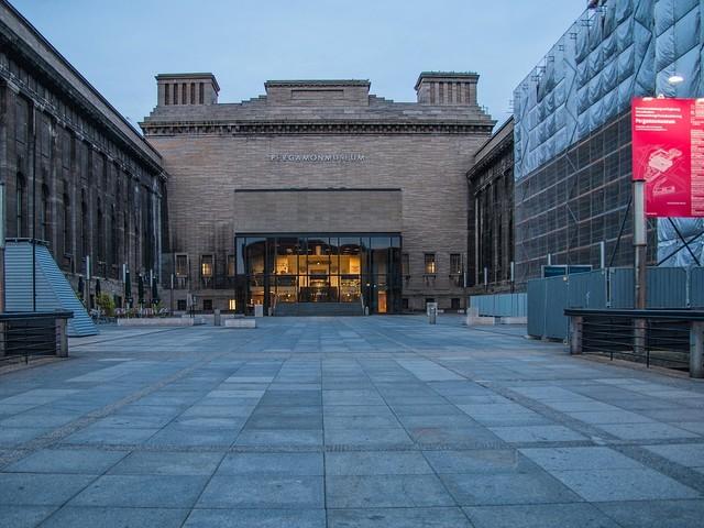 Attila Hildmann e Qanon: vandalizzate le opere del museo di Berlino