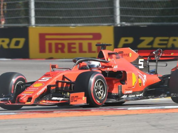 Beffa a Sochi per la Ferrari doppietta delle Mercedes Leclerc finisce al terzo posto