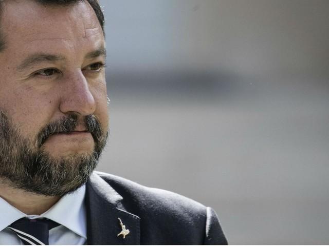 Su Fb foto Salvini con mitra, spin doctor nella bufera