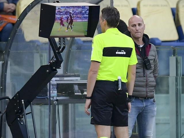 """Var, Rizzoli agli allenatori: """"Meno proteste. Benatia? Non era rosso""""."""
