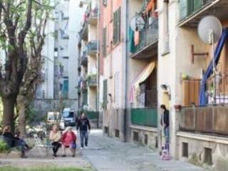 Abusivi, debiti e degrado, Aler vende i due «quartieri falliti» di via Bolla e via Gola