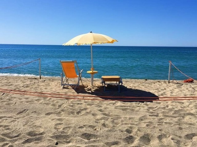 Quattro italiani su 10 in vacanza ad agosto