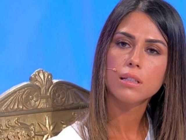 """Uomini e Donne, il gesto di Giulia Quattrociocche alla scelta che fa arrabbiare tutti: """"Cafona!"""""""