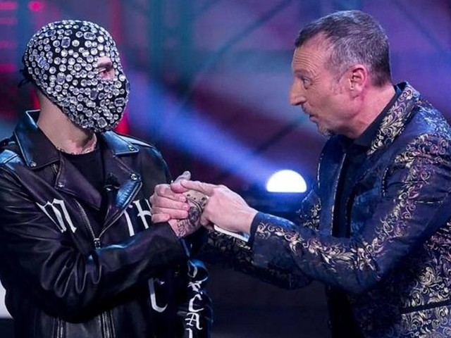Sanremo, lettera di 29 deputate vs Amadeus e Junior Cally: 'Misogini, conduttore si scusi'