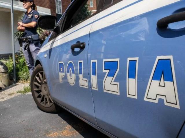 """Cuneo, scopre i ladri in casa e uno di loro la accoltella: ricoverata all'ospedale, è grave. Un arresto in un albergo: """"Stava fuggendo"""""""