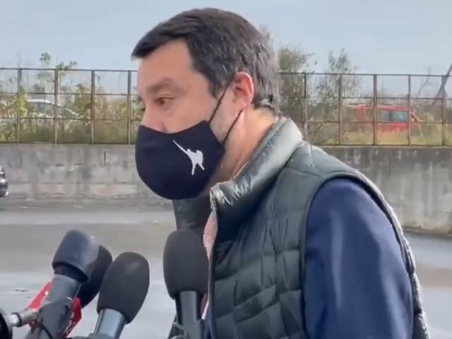 L'sms di Salvini a Zingaretti dopo le dimissioni