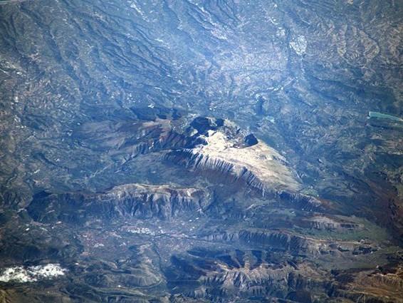 Il Gran Sasso visto dallo spazio in tutta la sua maestosità: lo scatto di Luca Parmitano