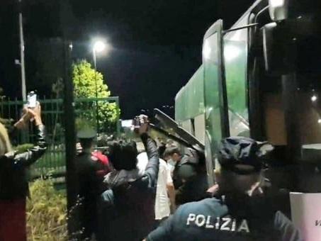 Settanta migranti fermati a piedi tra Castions di Strada e Pozzuolo del Friuli