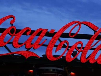 Coca Cola, nelle bottigliette di vetro possibile presenza di corpi estranei: ritirati alcuni lotti