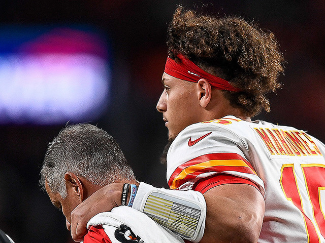 Report: Patrick Mahomes Expected To Miss 4-6 Weeks With Kneecap Injury
