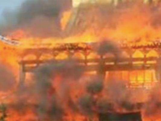Il video dell'incendio che ha distrutto la pagoda più alta d'Asia