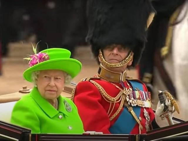 """Regina Elisabetta e Filippo """"lo fanno ogni giorno"""" dopo 73 anni di matrimonio"""