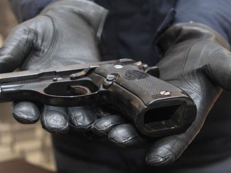 Bergamo, parte un colpo di pistola: ex guardia giurata uccide la fidanzata di 21 anni